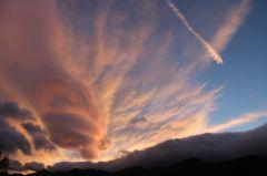 Lazy cloudspotting, cloud appreciation, Gavin Praetor-Pinney, lenticular cloud, Magura, Piatra Craiului, mountains, Carpathians, Romania