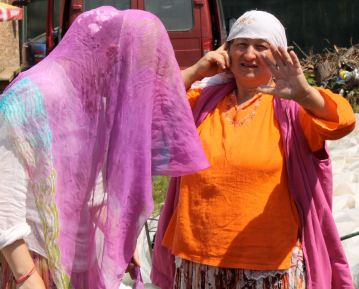 Gypsy women in Zarnesti